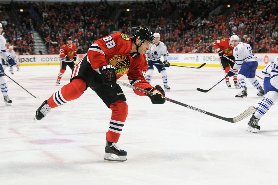NHL: FEB 15 Maple Leafs at Blackhawks